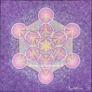 Opera in Geometria Sacra con Cubo di Metatron rosa, giallo e oro su sfondo viola. Regalo per evoluzione spirituale.